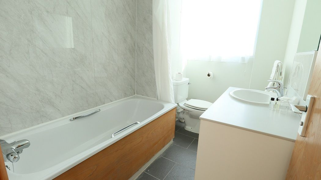 Standard-Room-Bathroom